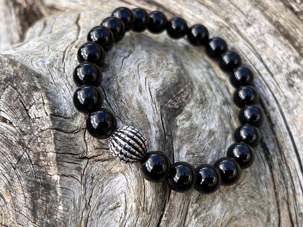 Edelsteinarmband mit schwarzen geschliffenen Onyx, Silberkugeln und Silberverschluss