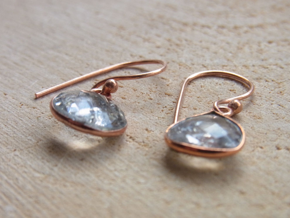 Ohrringe mit Quarz aus Kupfer