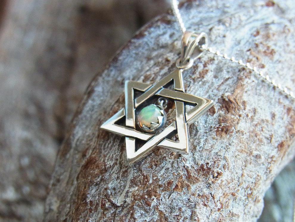 Feine Silberkette mit handgeschmiedetem Stern (Hexagramm) Anhänger und Opal