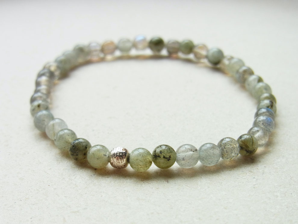 Filigranes Edelsteinarmband mit grau grünen Labradorit Perlen