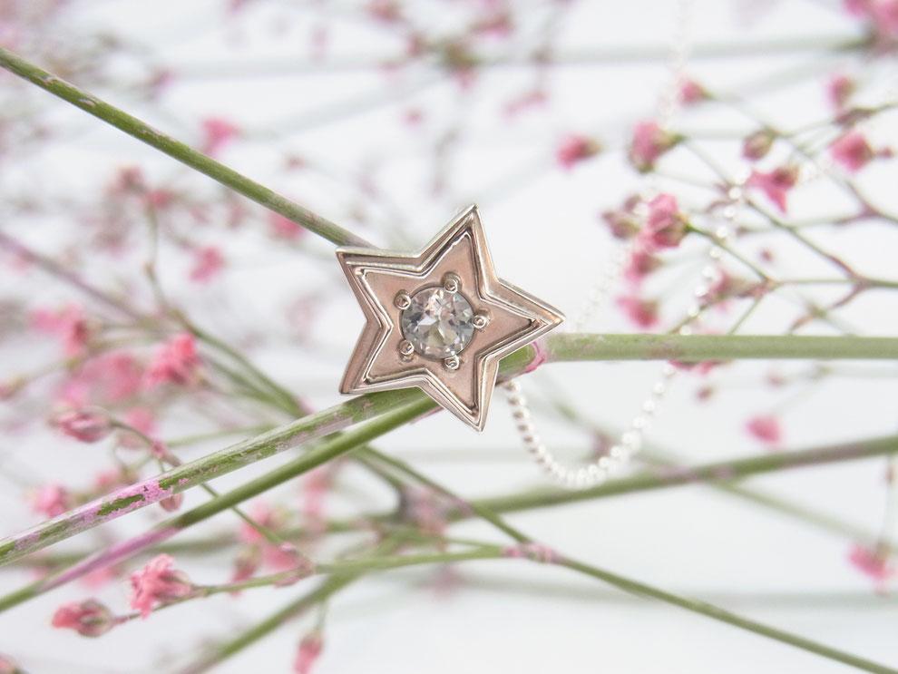 Silberkette mit handgeschmiedetem kleinen Stern Anhänger und Blautopas
