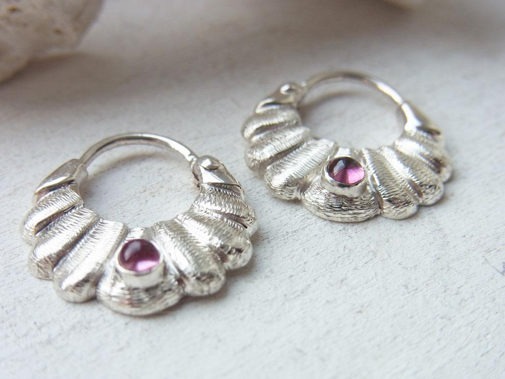 hochwertige handgeschmiedete Ohrringe aus silber mit rosa pink Turmalin