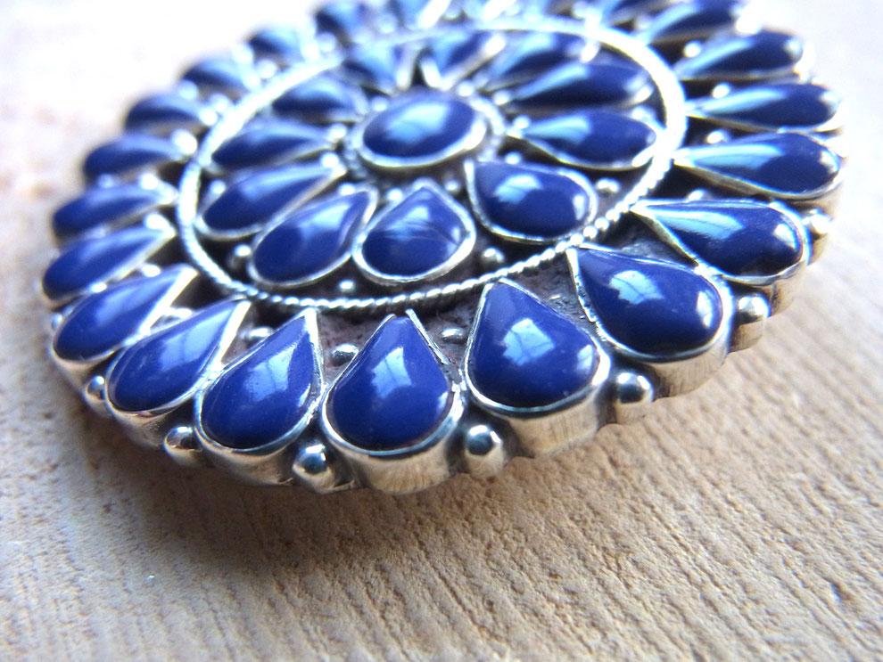 Kettenanhänger aus dunkelblauen Lapislazuli Steinen