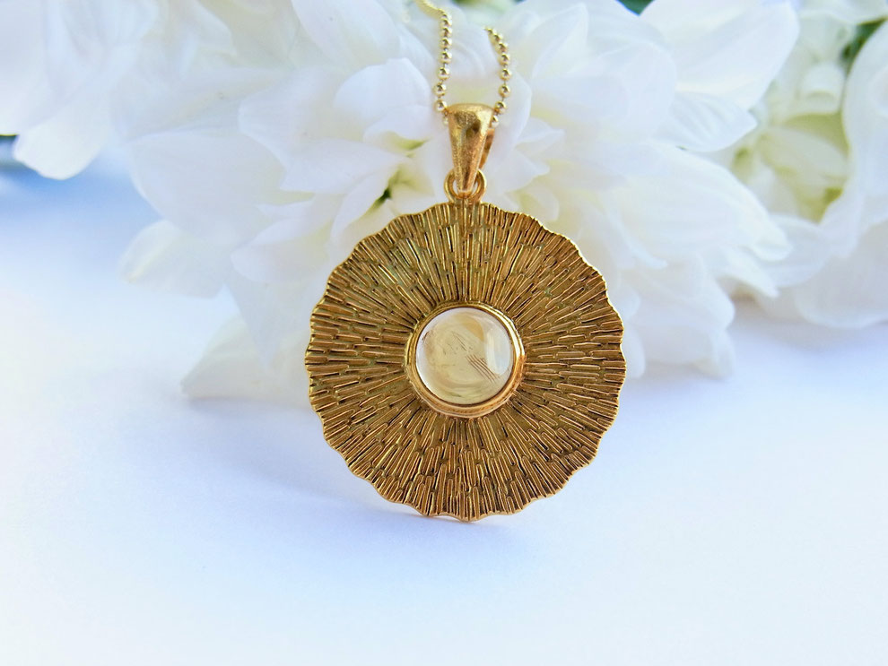 Goldene Kette mit handgeschmiedetem Sonne und Citrin Amulett