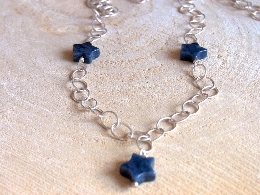 Gliederkette mit drei blauen Sternen aus Dumortierit