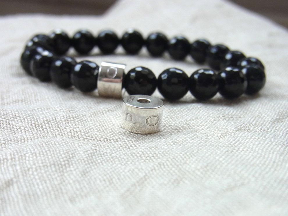 Edelsteinarmband mit Silberperle und Gravur POWER und schwarzen geschliffenen Onyx Kugeln