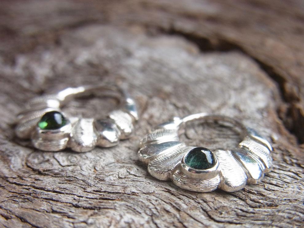 Silber Ohrringe mit grünem Turmalin Cabochon