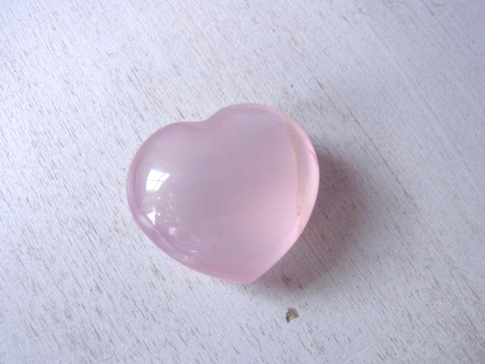 Rosa schimmerndes Rosenquarz Herz