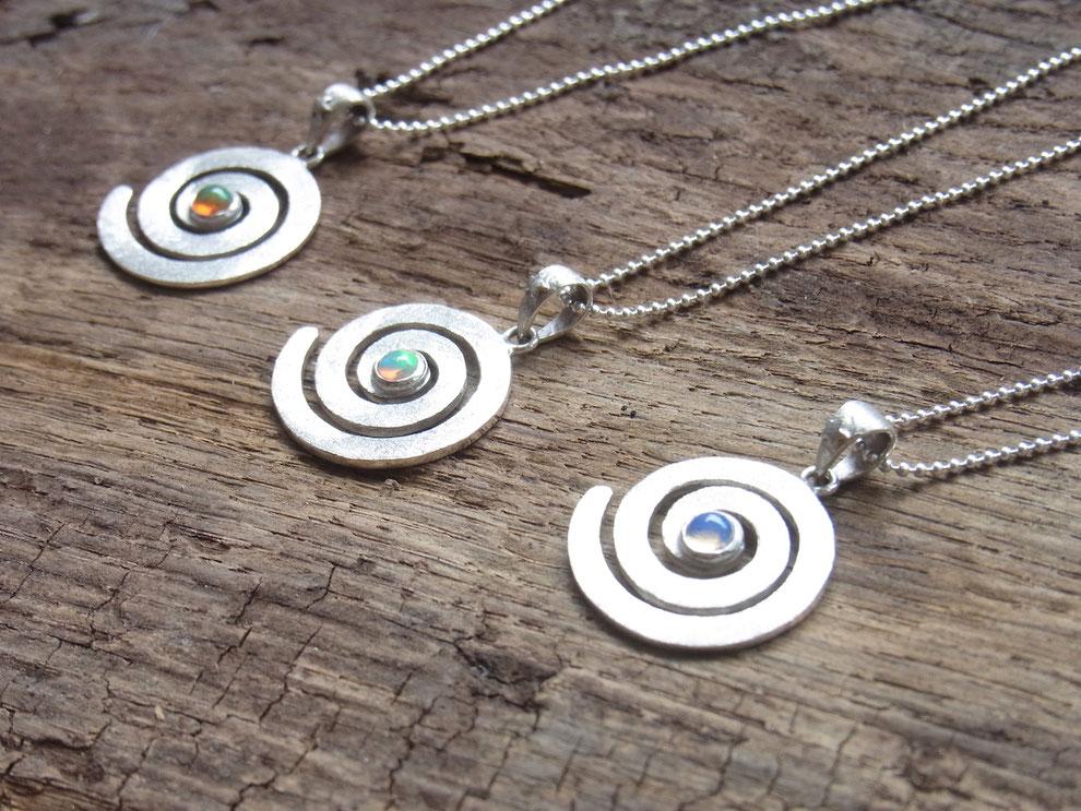Symbolschmuck mit Spirale Anhänger aus Silber