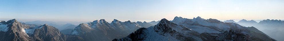 Bild: Panoramablick von der Pleisenspitze / Faszination Alpenpanorama