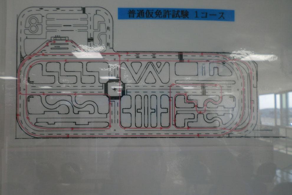 技能試験窓口の向いの壁に掲示されているコース図