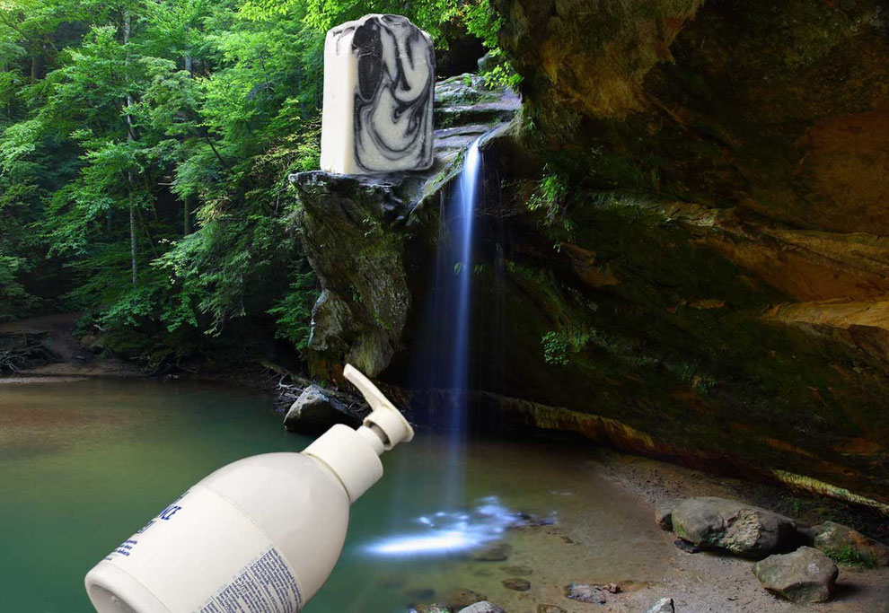 Romantischer Wasserfall mit einer Seife und Flüssigseifenspender