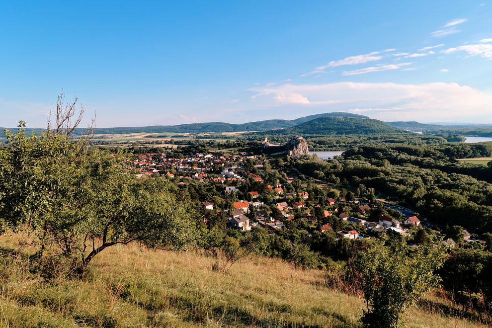 Wanderung zum Sandberg - Blick auf Hrad Devín