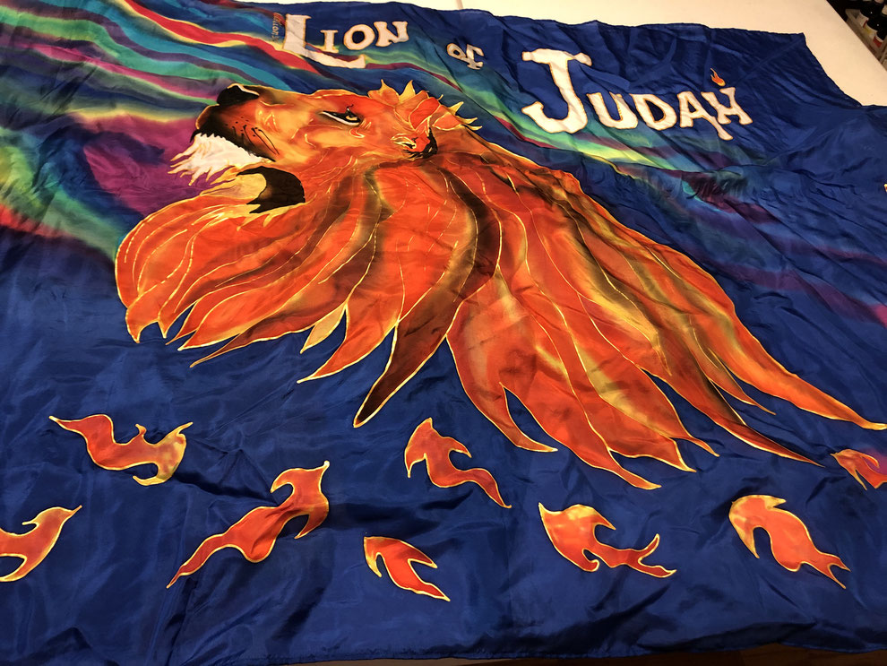 Silk flag with a large, leaping lion
