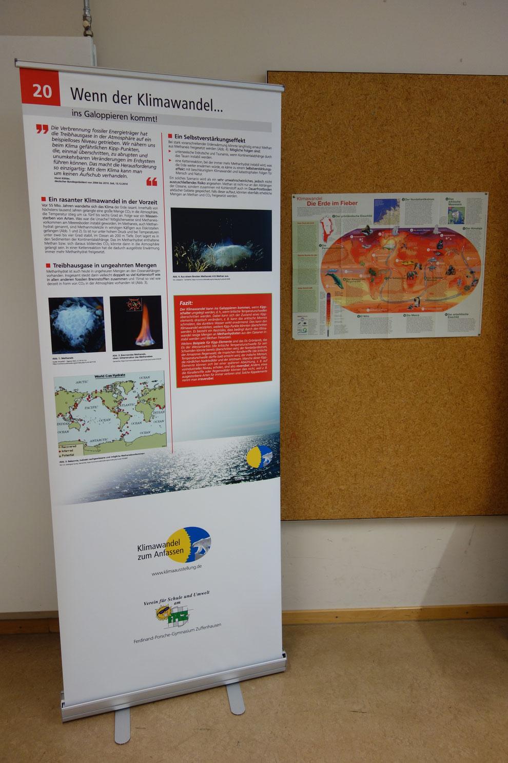 Die Karte rechts neben dem Rollup zeigt, wo überall auf der Erde Kipppunkte überschritten werden können, bei denen der Klimawandel drastische Konsequenzen haben kann.