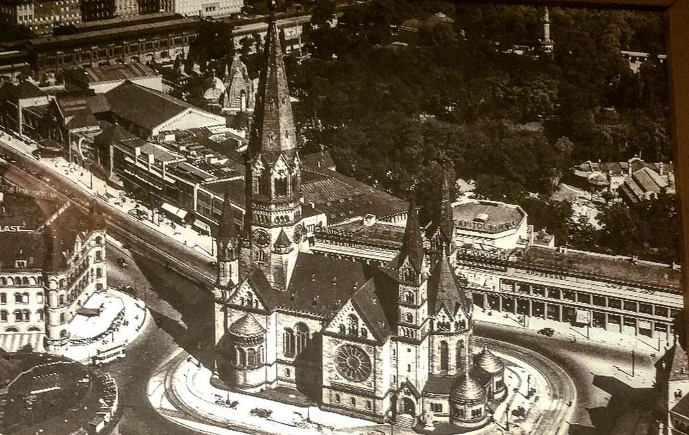 Die Kaiser-Wilhelm-Gedächtniskirche mit ihren fünf Türmen