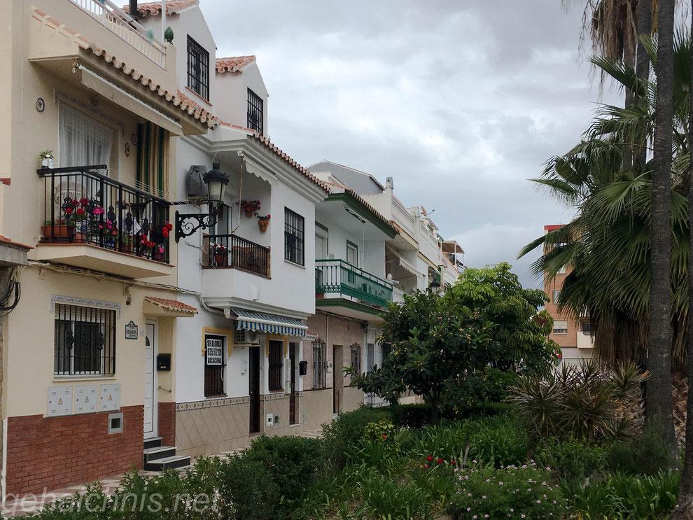 Die früheren Häuser der Fischer, heute in der 2. Reihe hinter einigen Hochhäusern stehend, sind wieder schmuck hergerichtet