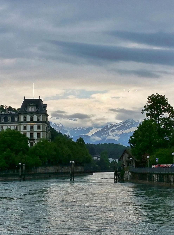 Ausfluss der Aare aus dem Thunersee