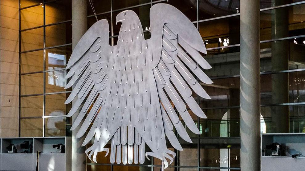 Der Bundestagsadler im Plenum des Bundestages umfasst eine Fläche von 58 qm