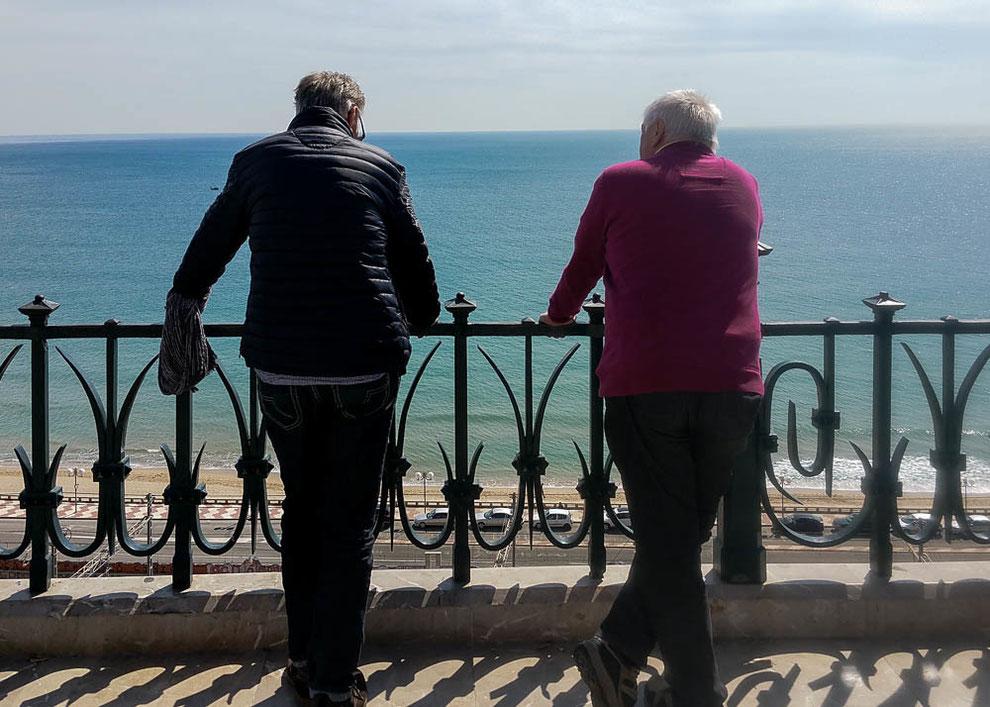 """Am Ende der Rambla Nova: der """"Balkon des Mittelmeeres"""" mit einer herrlichen Aussicht auf das Mittelmeer und die Costa Daurada."""