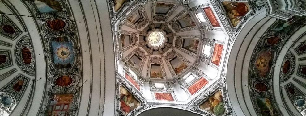 Die Deckengemälde im Hauptschiff des Salzburger Doms