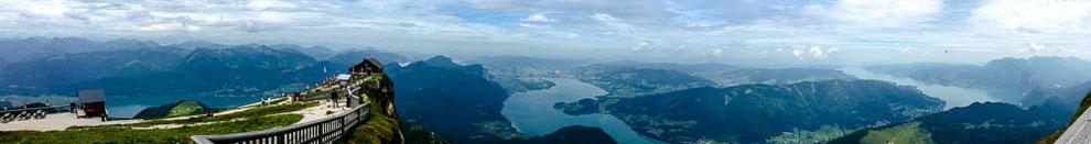 Schutzhütte Himmelspforte mit Blick auf den Wolfgang-, Mond-, Fuschl- und Attersee