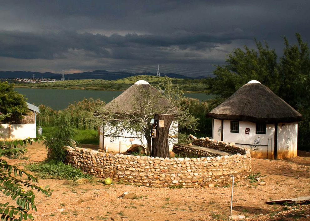 Übernachten in den Rondavel, den Rundhütten auf Penduka. Dieses war mir nicht gegönnt. Ich bin zurück ins Hotel in Windhoek.