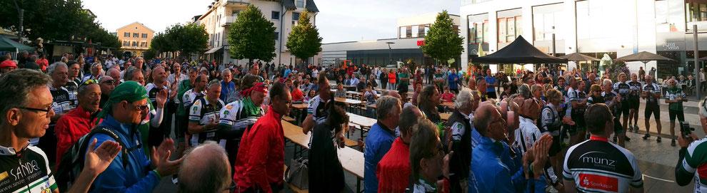 Letzer Stopp und Abschluss der VOR-TOUR der Hoffnung 2016 in Ingelheim. Die Bevölkerung feiert mit und bietet uns ein tolles Fest!