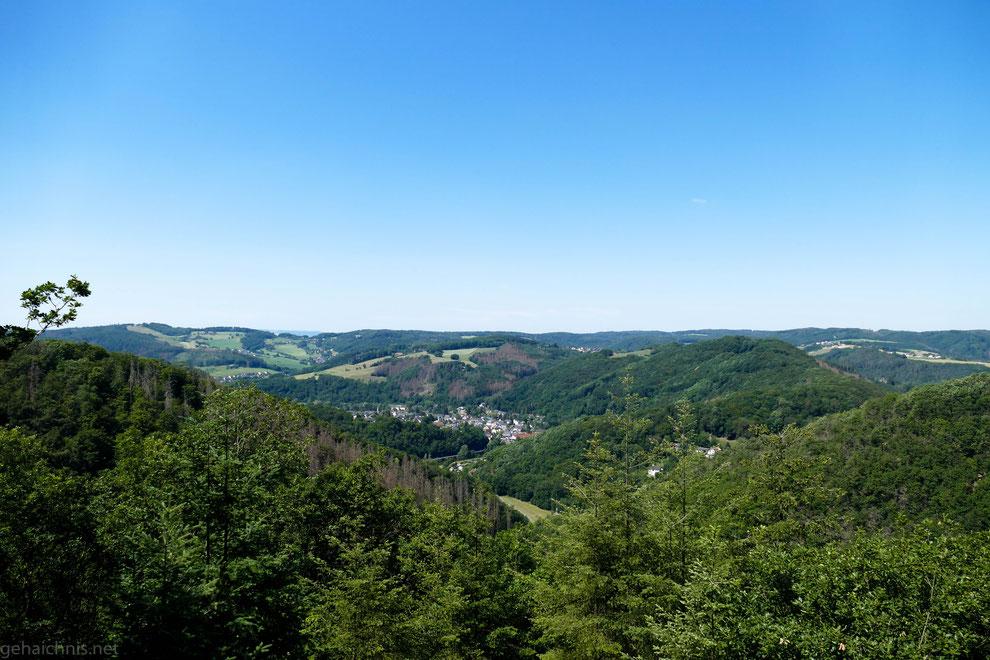 Blick zurück nach Waldbreitbach und seine Ortsteile und weit darüber hinaus