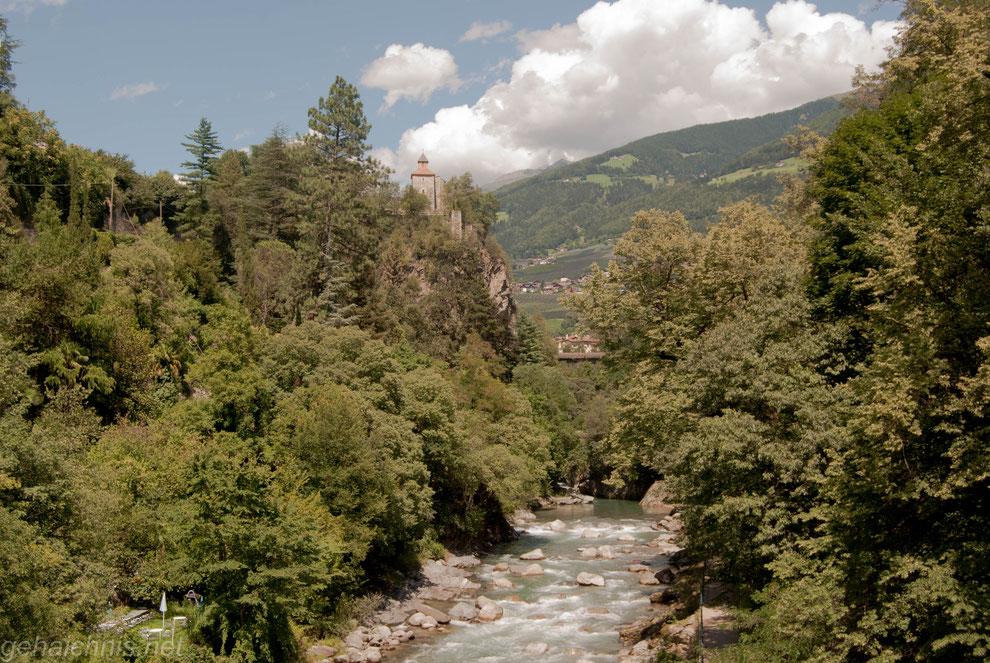 Die Zenoburg gehört schon zur Gemeinde Dorf Tirol