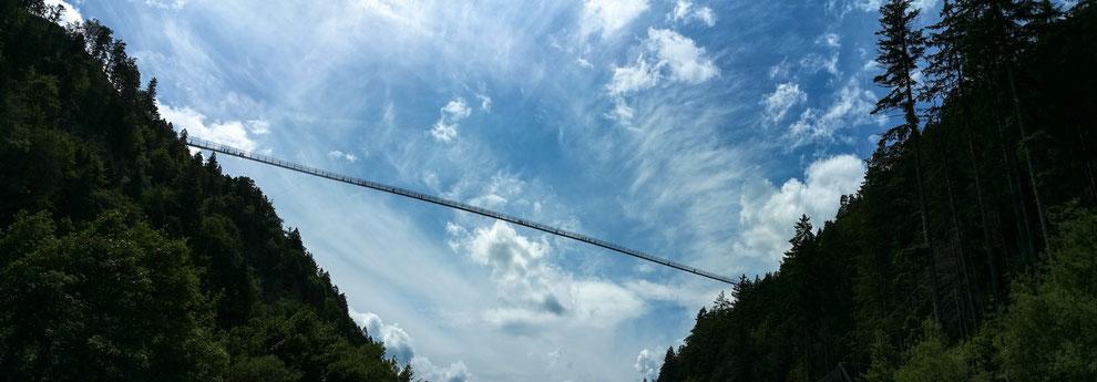 Highline 179 bei Reutte. Die längste Fußgängerhängeselbrücke der Welt. 114 m hoch. 406 m lang.
