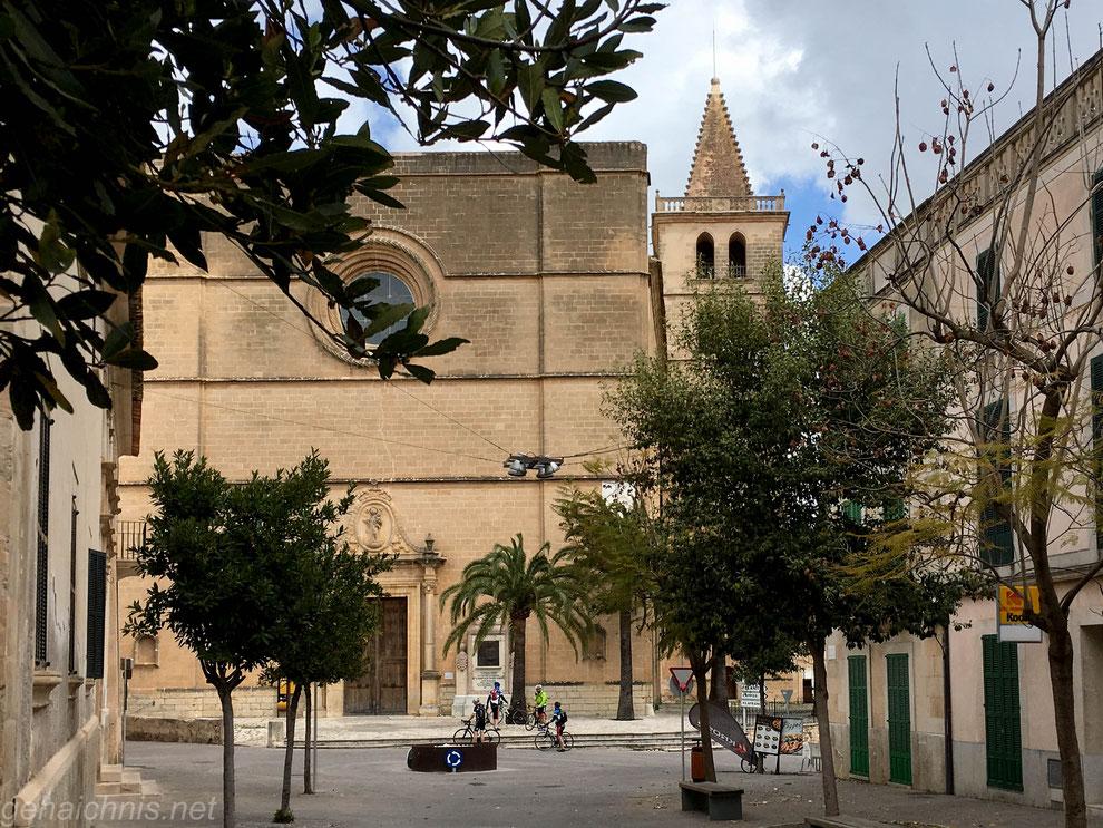 "Die eindrucksvolle Pfarrkirche ""Nostra Señora de la Consolació"" in Porreres"