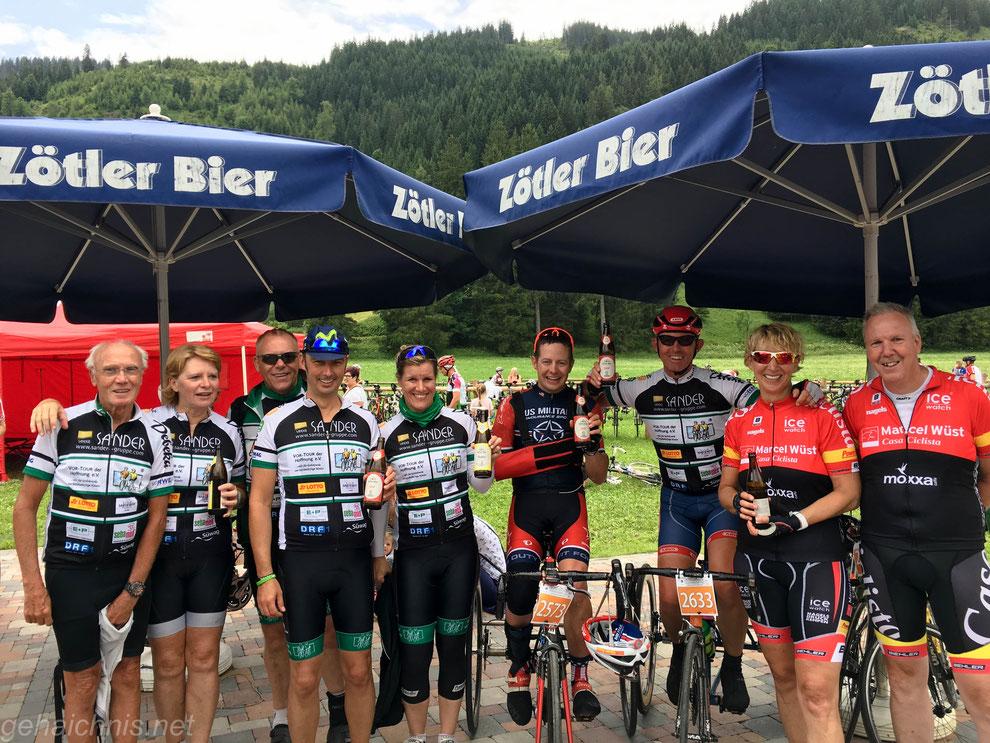 VOR-TOUR meets Casa Ciclista. Glücklich im Ziel Tannheimer Tal Radmarathon 2017. (3. von rechts: Hans-Peter Durst)