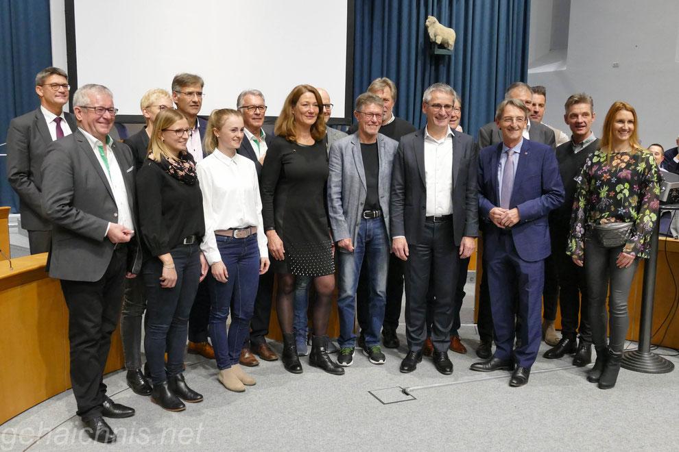 VOR-TOUR-der-Hoffnung-Botschafter bei der Spendenübergabe an 20 Institutionen am 03.12.2019 im rheinland-pfälzischen Landtag