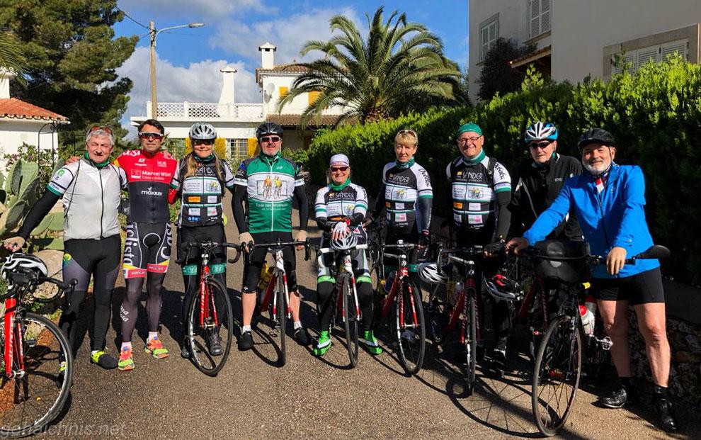 Paul, Marcel, Susanne, Joachim, Britta, Anja, Alex, Klaus, Heinz - und es fehlt heute Anne auf dem Foto.