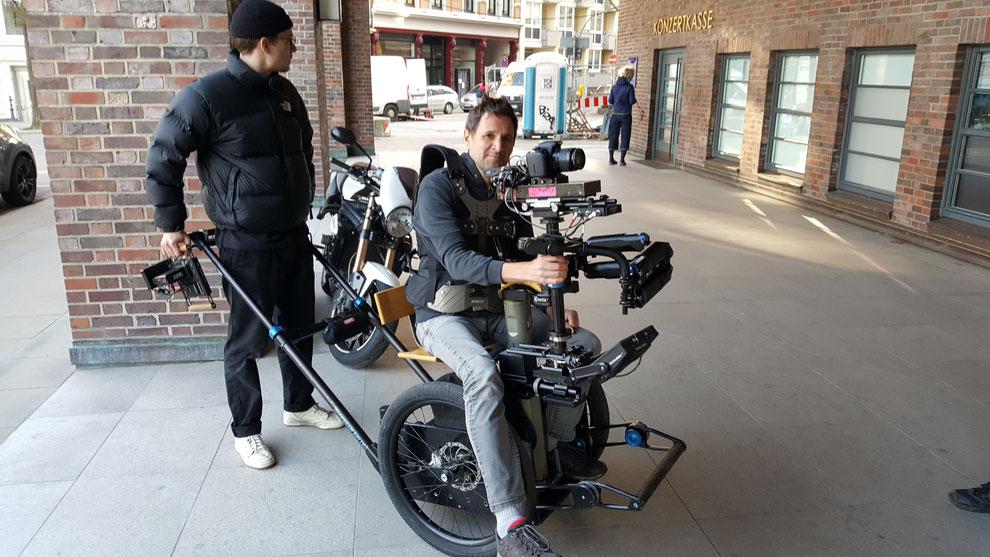 Steady Cam Operator, Florian Klos und Praktikant, Jonas Simon bei den Dreharbeiten zur Corpus Delicti online Tour