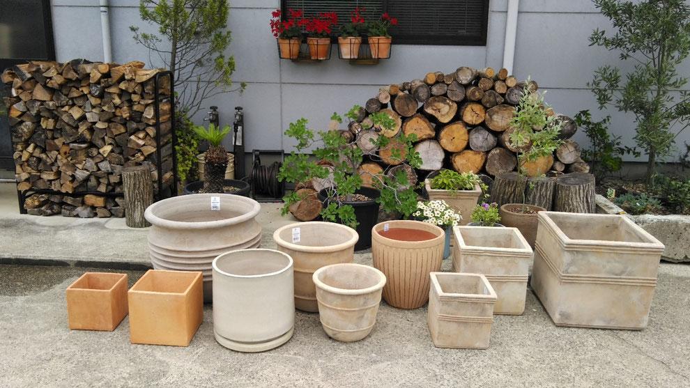 写真:テラコッタ・各種植木鉢の販売