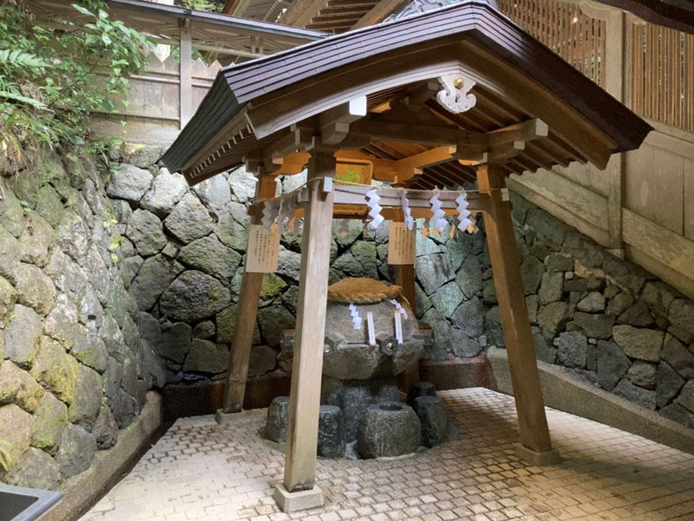 桜井市の狭井神社の御霊水