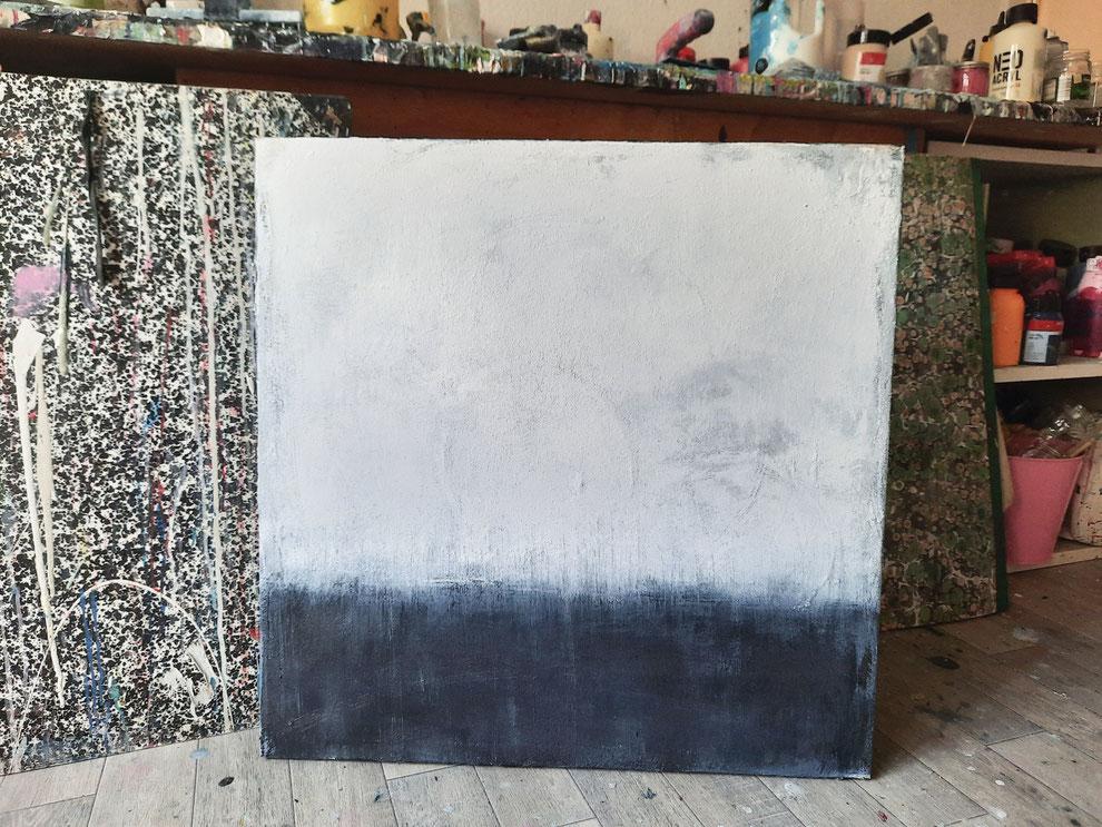 landschaftsbild grau blau weiss