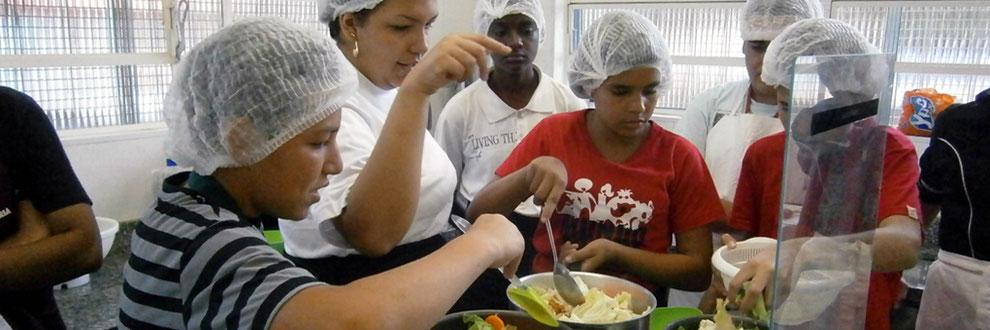 streetworker, streetfood, food truck, kinderhilfe, gastronomie kurs, ausbildungsplätze, kochlehre, freizeitgestaltung, sozialdienst, kochen, beten, brasilien,