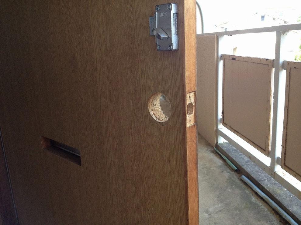 円筒錠(ボタン錠)の切り欠き穴