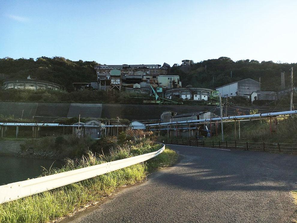 池島の工場の廃墟群