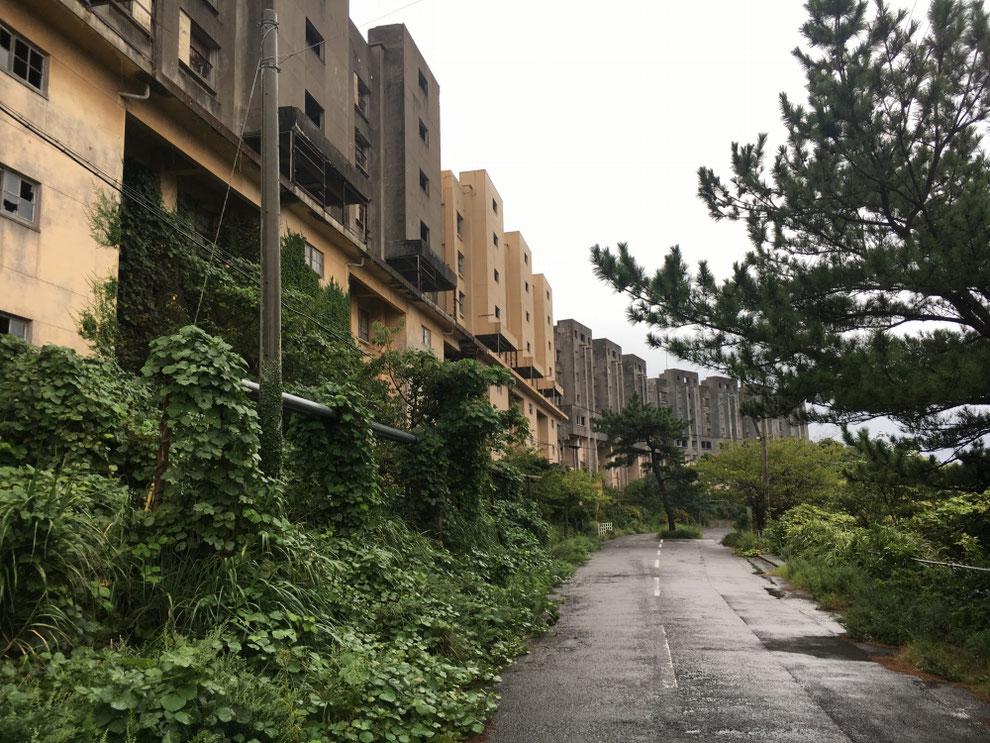 8階建てアパートの全体写真