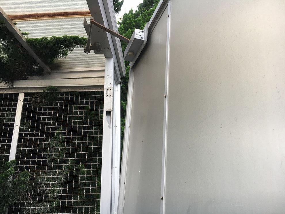 アルミのドア枠が割れたゴミ置き場その2