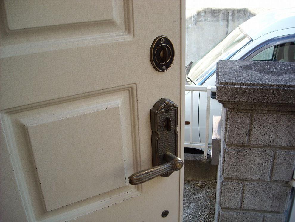 玄関の鍵サムラッチ錠室内側