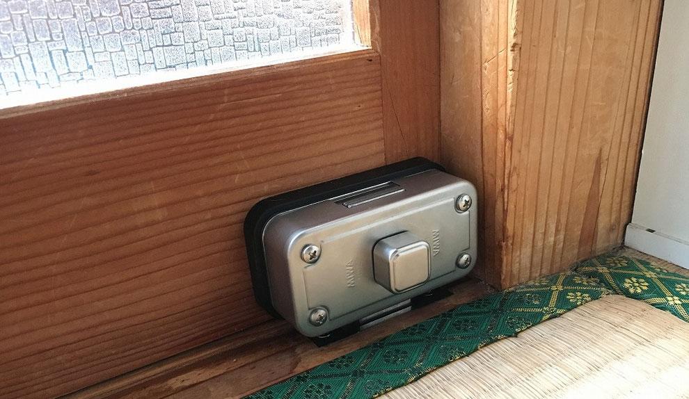 面付本締錠を引戸に付けた例