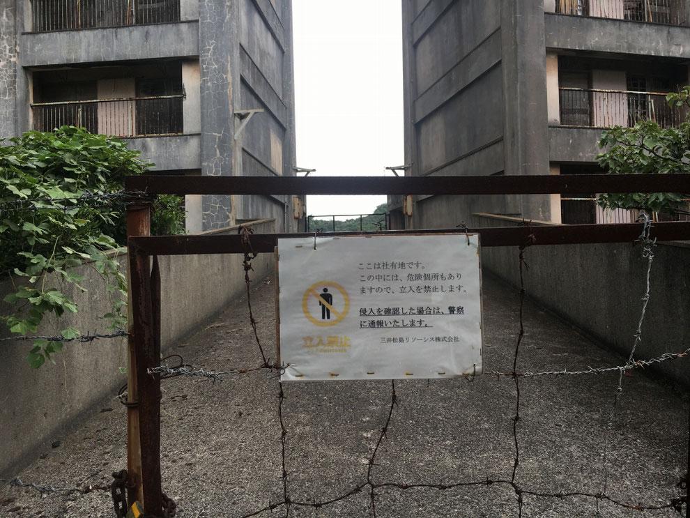 8階建てアパートの連絡橋