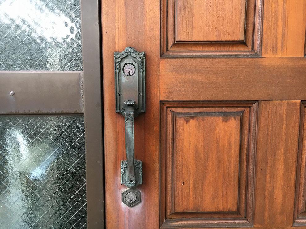 廃番のためドア全体交換と言われた錠前の交換前(別パターン・室外側)