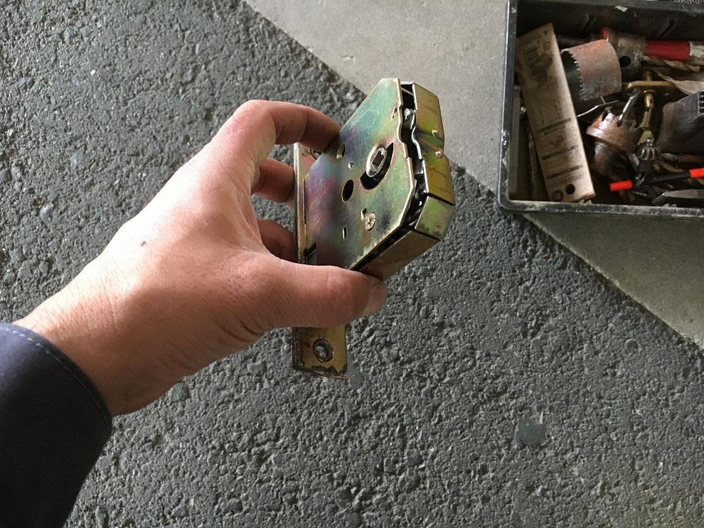 壊れた錠ケース(錠本体)