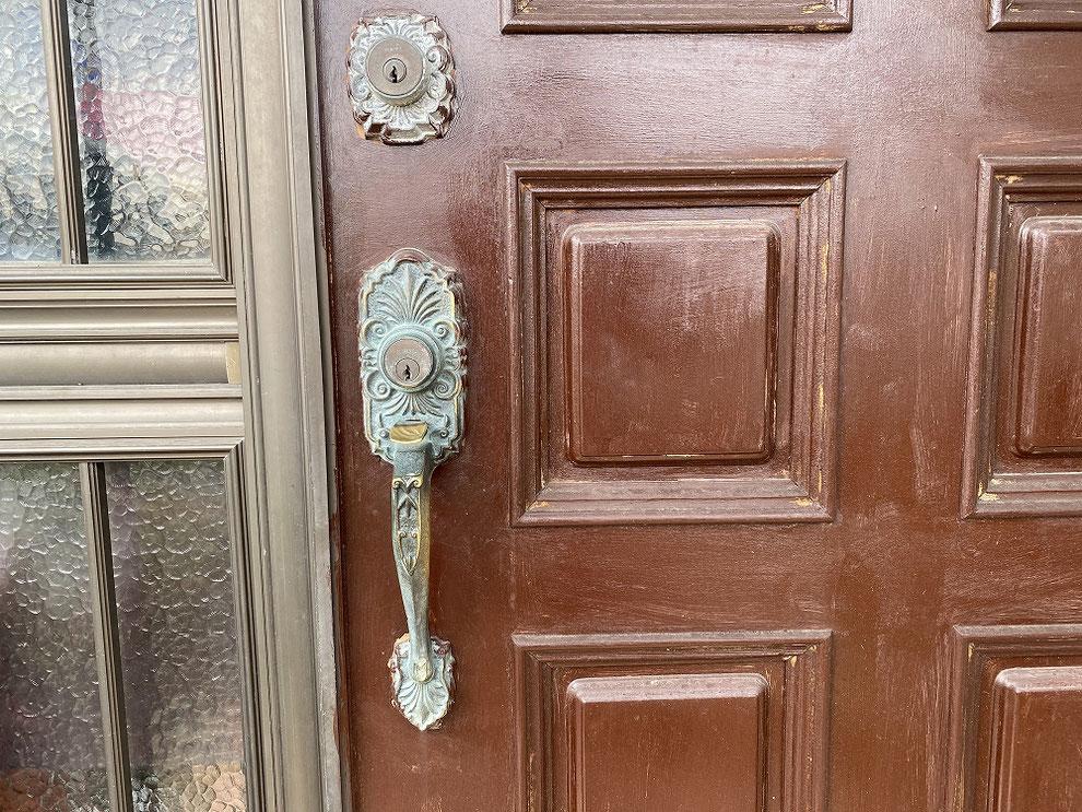 廃番のためドア全体交換と言われた錠前の交換前